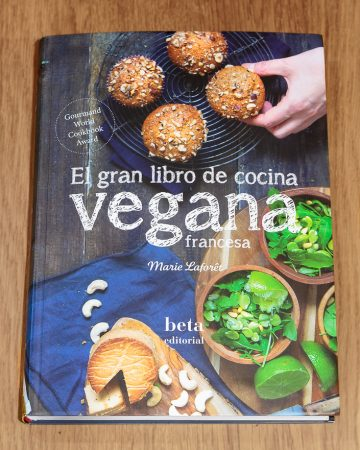"""El gran libro de cocina vegana francesa"" de Marie Lafôret"