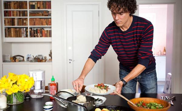 Scott Jurek cocinando