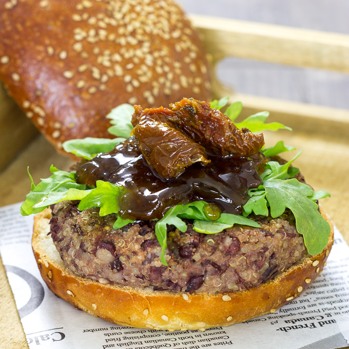 Hamburguesa vegana de quinoa y azukis