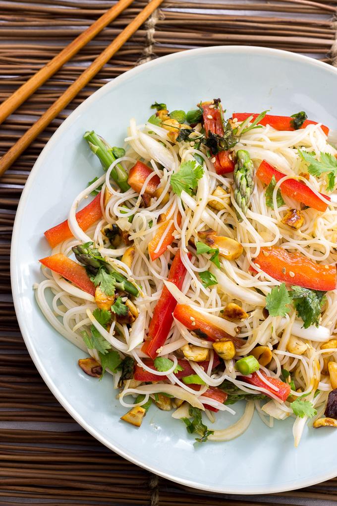 Ensalada oriental con fideos de arroz delantal de alces for Ideas ensaladas originales