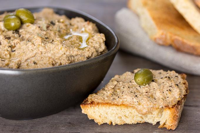 Olivada: paté de olivas verdes