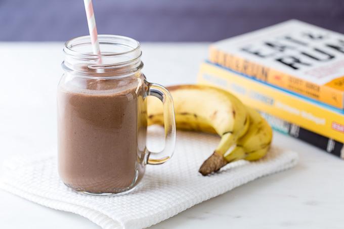 Batido proteico de chocolate y plátano