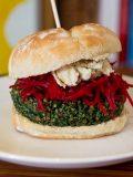 Hamburguesa vegana de quinoa y espinacas